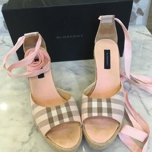 Burberry Nova Check Wedge (with  box)